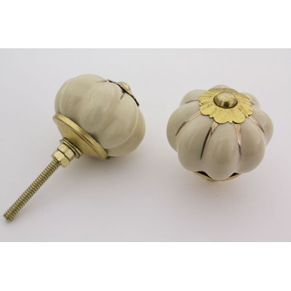 Beige håndmalet porcelænsknop med guld i riller